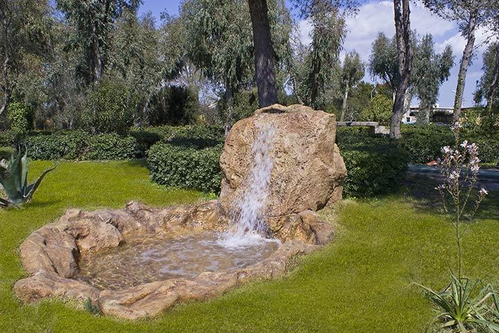 Rocce artificiali da giardino elegant cascata duacqua for Fontane a cascata da giardino