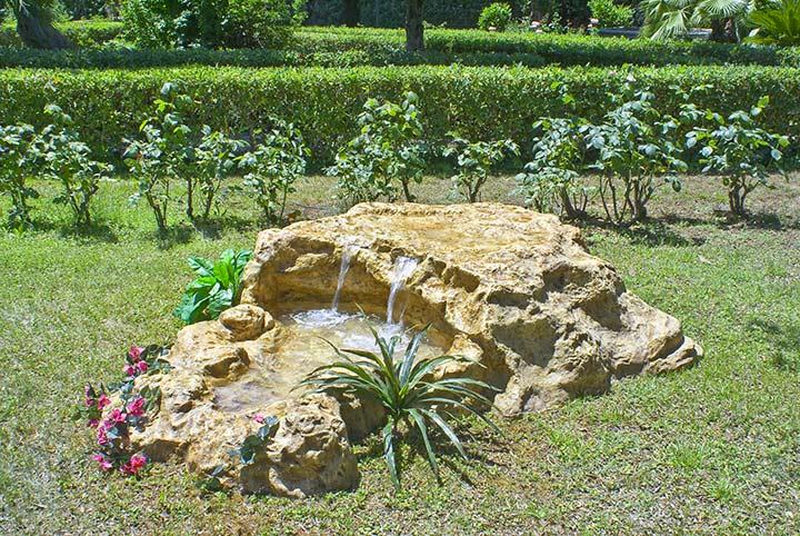 Pin fontane cascate e laghetti da giardino on pinterest - Laghetti da giardino ...